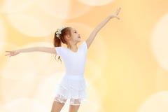 Gymnast κοριτσιών που κυματίζει τα χέρια του Στοκ φωτογραφίες με δικαίωμα ελεύθερης χρήσης