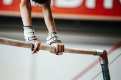 Gymnast νέων κοριτσιών χεριών Στοκ φωτογραφίες με δικαίωμα ελεύθερης χρήσης