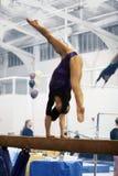 Gymnast auf Lichtstrahl Lizenzfreie Stockfotos