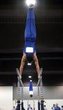 Gymnast auf parallelen Stäben Stockfotografie