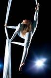 Gymnast da mulher nova Imagens de Stock Royalty Free