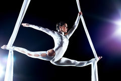 Gymnast da mulher nova Foto de Stock