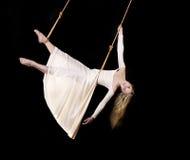 Gymnast da mulher nova fotos de stock royalty free