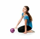 Gymnast della ragazza con una sfera immagine stock