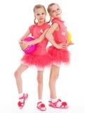 Gymnast för två ung flicka med sportbollar. Arkivbilder