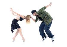 Gymnast und Rapper stehen auf Tiptoe, die Arme, die zurück geworfen werden Lizenzfreie Stockbilder