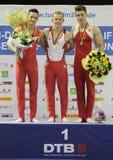 Gymnastes avec des médailles. photographie stock