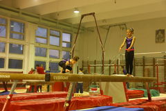 Gymnastes juniors dans la formation Photo stock