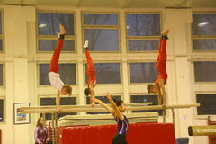 Gymnastes juniors dans la formation Photographie stock