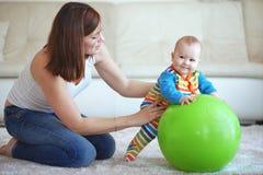 Gymnastiek- baby Royalty-vrije Stock Fotografie