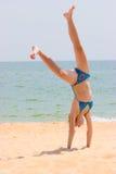 Gymnastiek op het strand Royalty-vrije Stock Foto