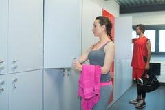 Gymnastiekgoers en kast stock fotografie