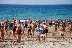 Gymnastik auf dem Strand Lizenzfreie Stockfotografie