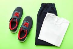 Gymnastikskor och sportswear royaltyfria foton