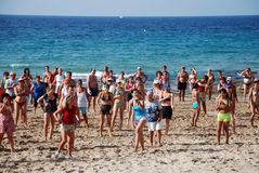 Gymnastique sur la plage Photographie stock libre de droits