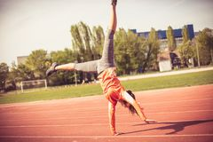 Gymnastisk yttersida 15 woman young Arkivfoton