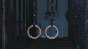 Gymnastiska cirklar på ett rep stock video
