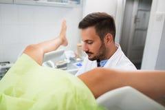 Gynecologist kliniki egzamin obrazy stock