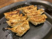 Gyoza平底锅油煎的样式 库存照片