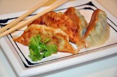 Gyoza i en japansk restaurang. Arkivfoton