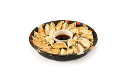 gyoza na bandeja extravagante do partido no branco Foto de Stock Royalty Free