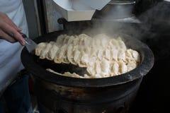 Gyozaen för krukaklistermärkear, kinesisk kokkonst, beskådar uppifrån Arkivfoton