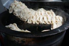 Gyozaen för krukaklistermärkear, kinesisk kokkonst, beskådar uppifrån Royaltyfri Foto
