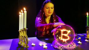 Gypsy w magichsky salonów cudach na kryształowej kuli i bahtu znaku pojawiać się w nim zbiory