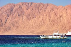 Ägypten - Rotes Meer mit Boot Lizenzfreie Stockbilder