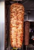 Gyroscopen, doner Plakken van vlees op een vleespen Royalty-vrije Stock Fotografie