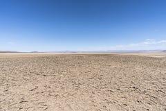 Gyttja för den torra sjön mönstrar nära bagaren California royaltyfri foto