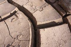 Gyttjasprickor, torkar jord Arkivfoton