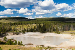 Gyttjavulkan på den Yellowstone nationalparken Arkivfoto