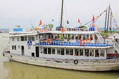 Ha Long Bay Sightseeing Boat, Vietnam UNESCO World Heritage Royalty Free Stock Photo