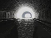 Há sempre uma luz na extremidade do túnel fotos de stock