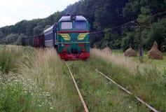 Há um trem diesel-posto Fotografia de Stock Royalty Free