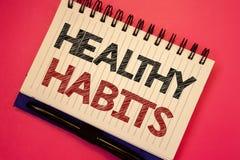 Hábitos sanos del texto de la escritura de la palabra El concepto del negocio para la buena dieta de la nutrición toma a cuidado  fotografía de archivo libre de regalías