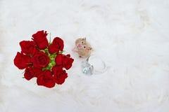 Hámster con las rosas y el anillo gigante Fotos de archivo libres de regalías