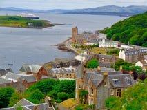 Hög-vinkel sikt av Oban, Skottland royaltyfri fotografi