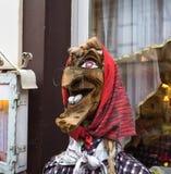 Hölzerne Statue eines großen Kinns der traditionellen Nase der Hexe großen lizenzfreie stockfotografie