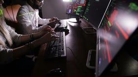 Häcker Team, das Computer zerhackt stock video