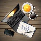 Häfte och bärbar dator med mobiltelefonen och kaffe och pannkaka Royaltyfri Bild