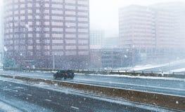 Häftig snöstorm eller `-easter marsch 13 2018 i Hartford Connecticut New England Arkivfoto