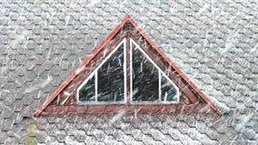 Häftig snöstorm på taket lager videofilmer