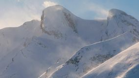 Häftig snöstorm som driver snö arkivfilmer