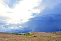 Häftigt regn och väderkvarnar Fotografering för Bildbyråer