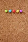 Häftstift och corkboard Royaltyfria Bilder