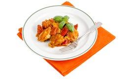 Hähnchenbrustfilet gedünstet mit Gemüse, Paprika stockbilder