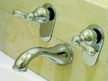 Hähne für heißes und kaltes Wasser Lizenzfreie Stockbilder