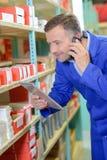 Häleribeställning till och med telefonen Arkivfoto